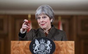 El líder británico de la oposición carga contra May y cuestiona la legalidad del ataque de los aliados en Siria