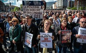 Los jubilados se plantan un lunes más frente al Ayuntamiento de Bilbao para exigir unas pensiones «dignas»