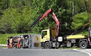 Tráfico lento en Erandio tras volcar un camión