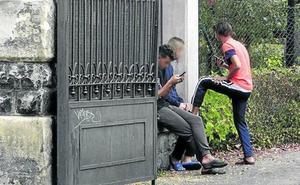 Dos educadores se atrincheran y piden auxilio a la Ertzaintza tras sufrir amenazas