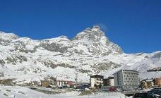 Buscaba su hotel y escaló ebrio una cima de los Alpes