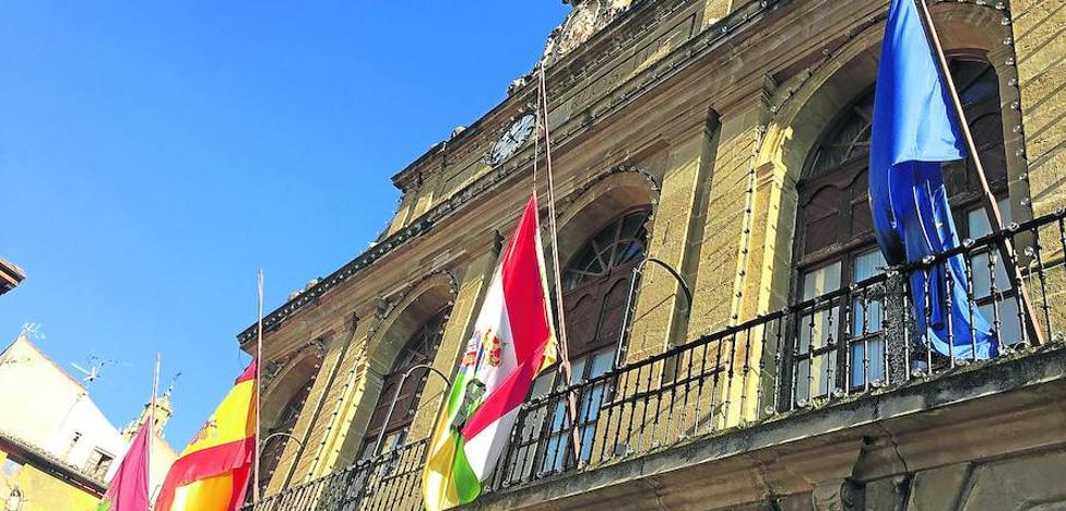 El tripartito eleva la partida de personal en 125.000 euros más para cubrir bajas