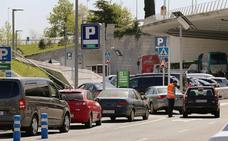 El aeropuerto construirá mil nuevas plazas para acabar con la saturación del aparcamiento