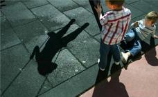 ¿Hay que intervenir en los conflictos entre críos? Guía de lo que los padres deben hacer (o no) en los parques