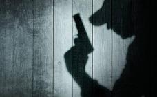Condenado por disparar con arma manipulada al portero de un pub de Barakaldo