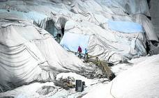 Los suizos arropan su glaciar
