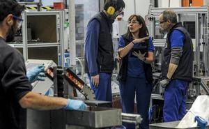 Educación quiere duplicar en dos años las alumnas en la FP industrial