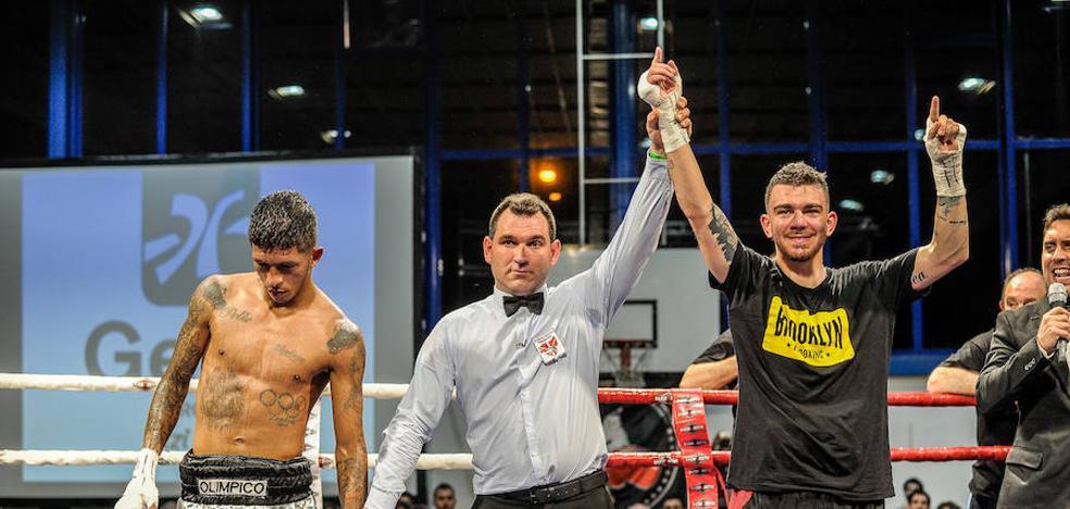 Jon Fernández explora otras vías en el ring