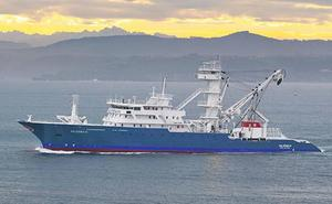 Los atuneros despliegan sus antenas para no interferir con otras flotas