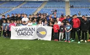 La Real Sociedad se suma a la fiestas de la Escuela Pública en Lekeitio