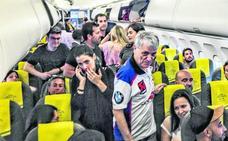 Tres horas metidos en un avión antes de despegar hacia Foronda