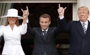 Cuernos, caspa y otros gestos en la visita de los Macron a los Trump