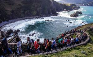 El consejero de Turismo no ve «mal» cobrar para controlar el acceso a Gaztelugatxe
