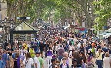 Los turistas españoles bajan en marzo casi un 12% en Barcelona