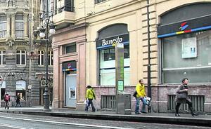 Una perfumería compra por 6 millones la antigua sede de Banesto en la calle Navarra