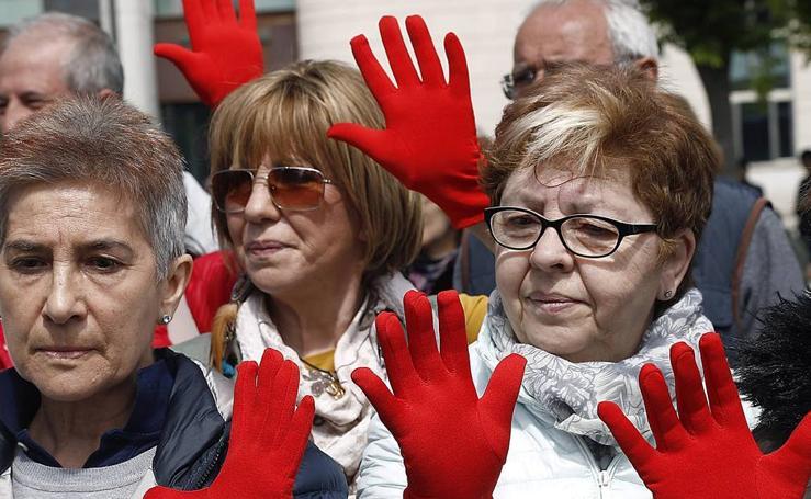 Decenas de miles de personas muestran su repulsa en toda España