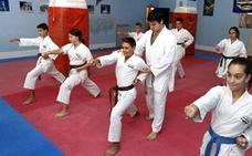Mil karatekas de todo el país se citan hoy en el pabellón de La Casilla