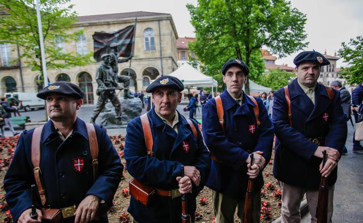 Gernika recuerda a los gudaris de la Guerra Civil con una escultura