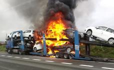 El espectacular incendio de un camión en La Puebla de Arganzón deja 7 kilómetros de retenciones en la A-1