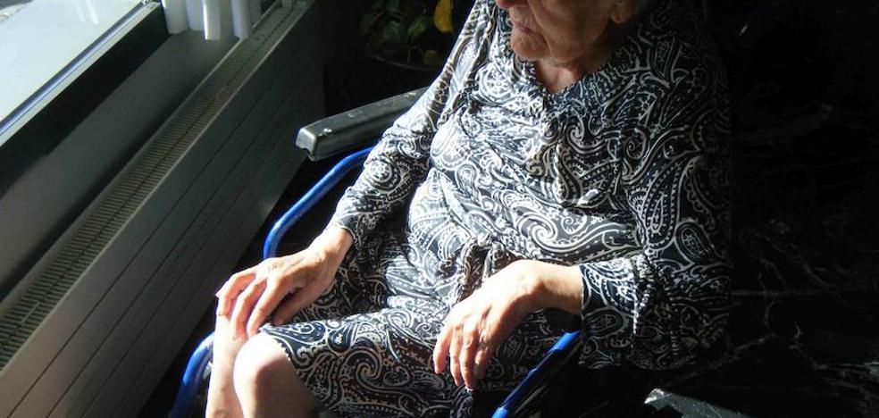 «Falta formación, ética y reflexión en el ámbito de los cuidados de mayores»