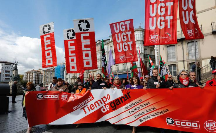 Vitoria celebra un Primero de Mayo teñido por las reivindicaciones de mujeres y pensionistas