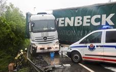Un camión hace 'la tijera' y provoca retenciones en Igorre