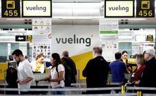 La huelga de pilotos de Vueling cancelará 18 vuelos hoy y mañana en Loiu