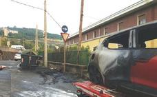 Un coche resulta calcinado por el incendio de un contenedor en Olabeaga