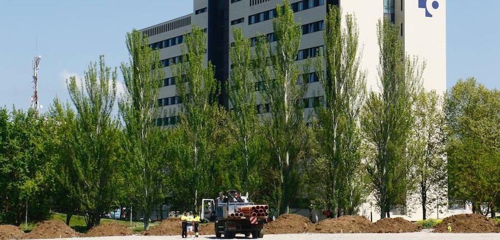 Arranca con quince meses de retraso la construcción del nuevo parking en Txagorritxu