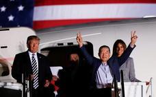 Trump recibe triunfante a los tres rehenes estadounidenses de Corea del Norte