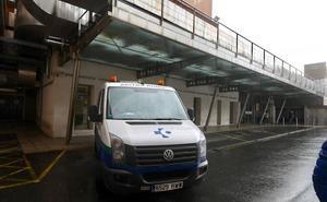 La empresa de ambulancias saboteada encara hoy el reto de trasladar a 2.000 enfermos