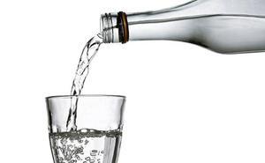 Los expertos alertan de que los vascos toman un 25% menos del agua necesaria