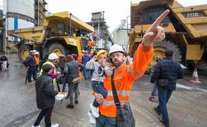 300 personas asisten a la jornada de puertas abiertas de Cementos Rezola en Arrigorriaga