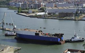 Astilleros Murueta bota en Erandio un buque congelador encargado por el Gobierno de Groelandia