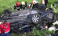 Fallece un joven de Bilbao en Legutiano al caer por un desnivel el turismo en el que viajaba