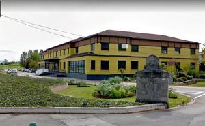 Piden 16 años de cárcel para un exprofesor de un instituto de Vitoria por abusar de una compañera y 2 alumnas