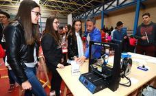 Alumnos del Fray Pedro de Urbina presentan en sociedad sus cooperativas de negocio