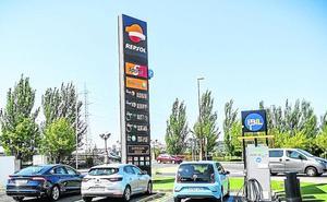 Recargar un coche eléctrico supone 2 euros cada 100 kilómetros