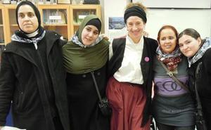 Madres de un colegio de Bilbao defienden en un rap la diversidad cultural: «Diferentes pero sin un mal gesto»