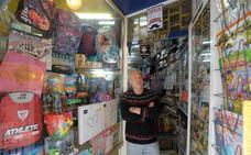 El ascensor que amenaza a una mini-librería del Casco Viejo bilbaíno