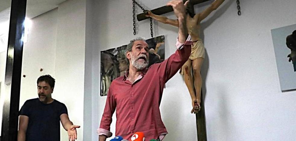 Willy Toledo cambia los juzgados por un centro pastoral de Vallecas: «No he cometido ningún delito»