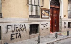 Pintadas falangistas contra ETA en la Euskal Etxea de Madrid
