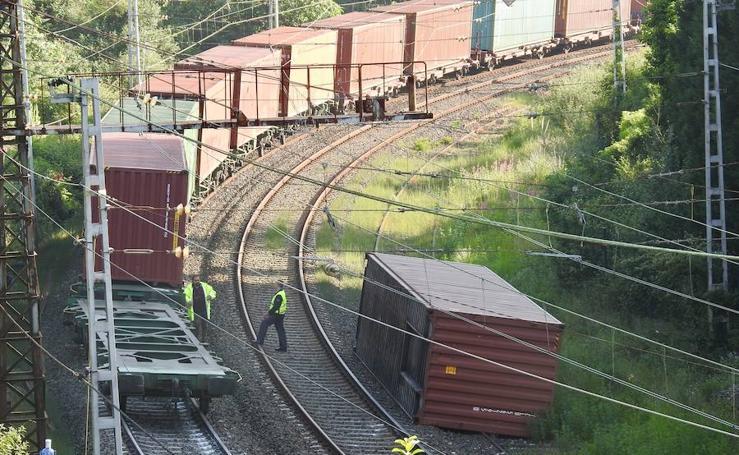 Un tren de mercancías descarrila en Arrigorriaga