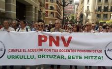 Profesores jubilados de la red pública exigen al Gobierno vasco que «pague la deuda» que tiene con ellos