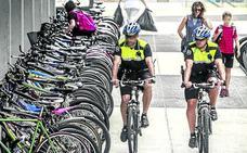 Los 'bicipolis' pedalean de nuevo por Vitoria