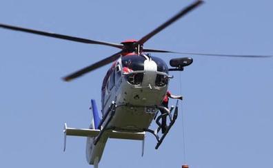 Un helicóptero de la Ertzaintza rescata a un escalador lesionado en el monte Mugarra