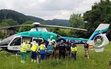 Muere uno de los dos operarios heridos al quedar atrapados por una excavadora en una cantera de Orozko