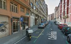 Calcinado un coche en la calle Irala de Bilbao