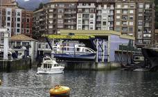 El astillero de Bermeo retoma su actividad tras años de controversia