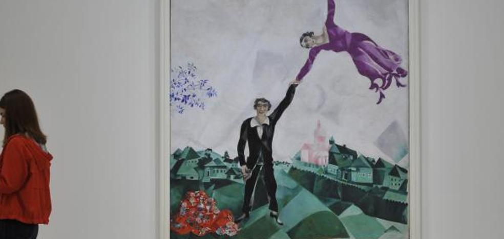 Chagall llena el Guggenheim de figuras voladoras